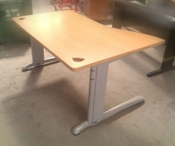 581072  Operative desk  SteelCase