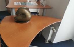 92098  Triangular Working Table
