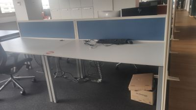 67377 Operational bench desk with partition