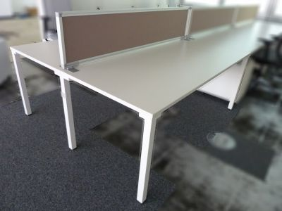09466 Set of Desks with divider, Steelcase